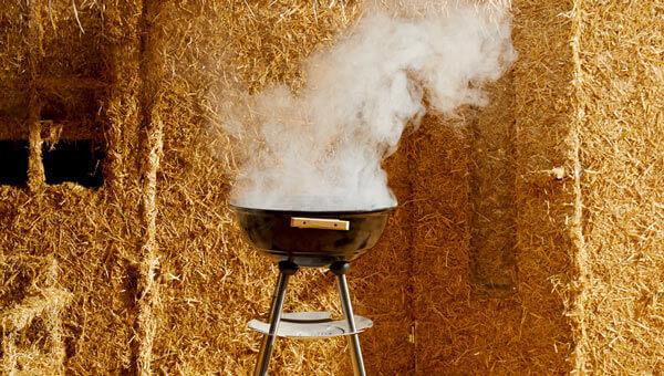 Rauchender Grill